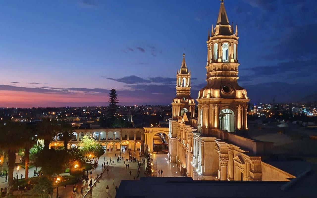 Plaza de Armas y Catedral de Arequipa
