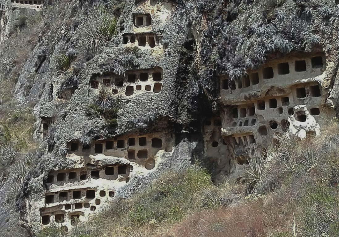 Photo of Ventanillas de Combayo – Necrópolis Pre-inca que venera a los APUS