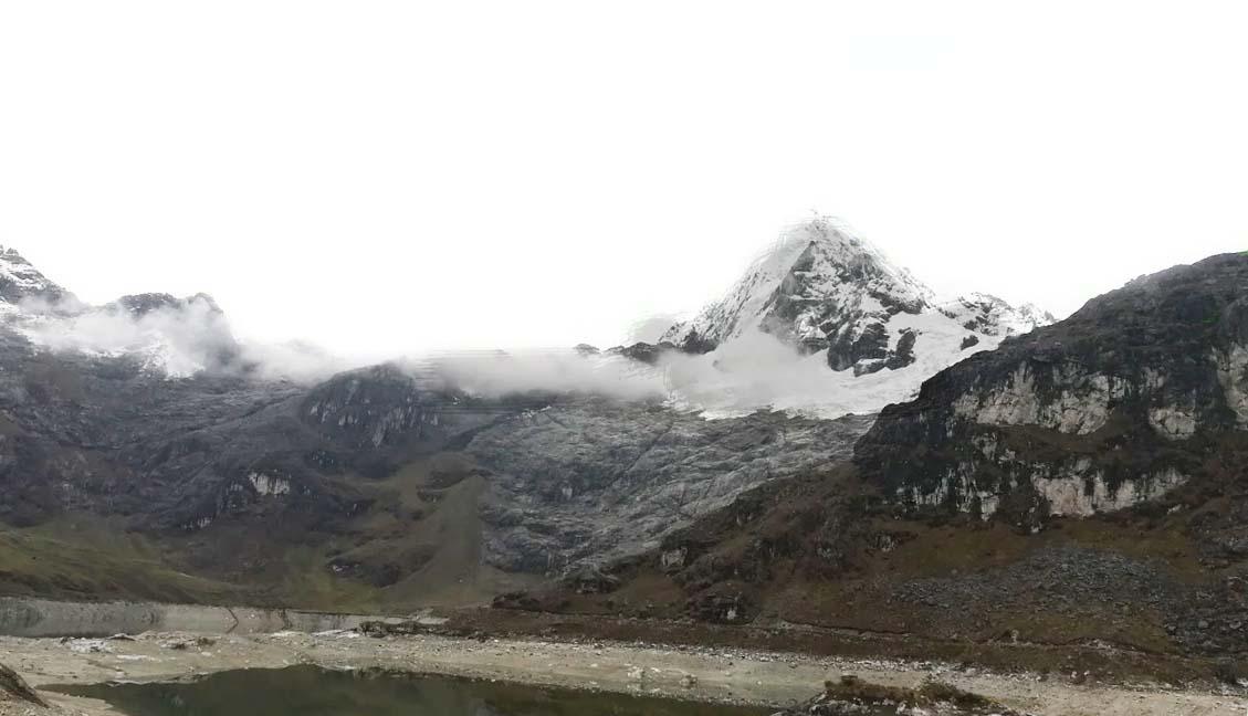 Photo of Nevado Huaguruncho – Imponente glaciar en una cordillera de APUS