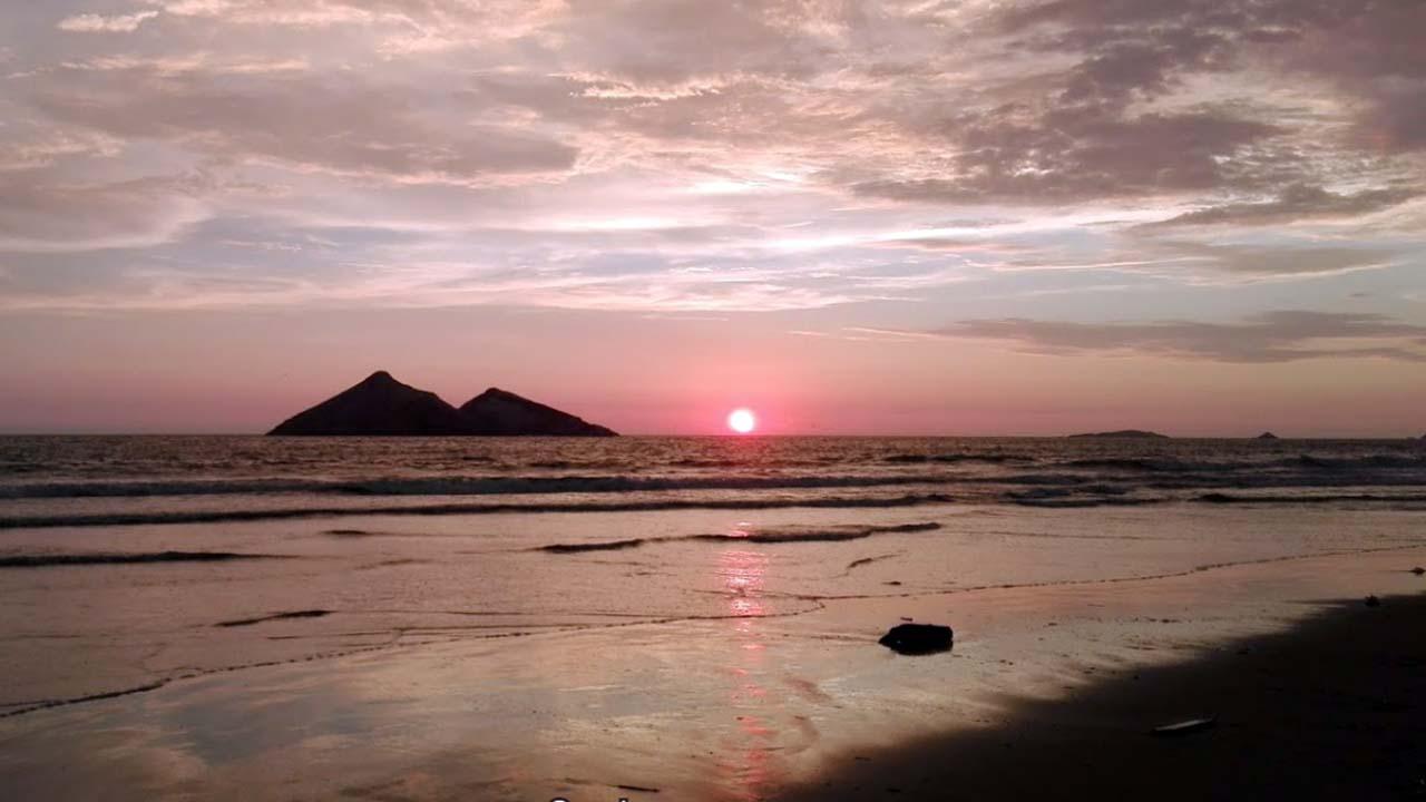 Photo of Playa Santa Rosa – Disfruta de su hermoso atardecer y caballitos de totora