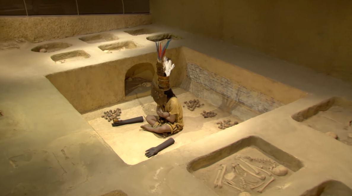 Reproducción del entierro del Museo Nacional Sicán