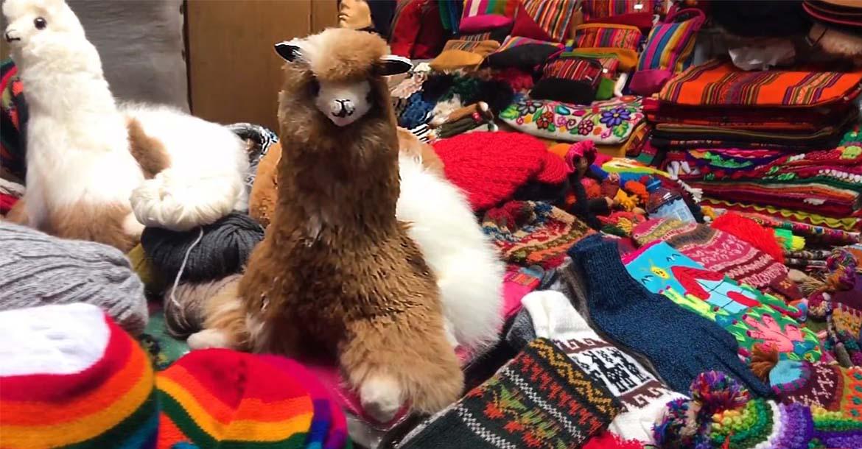 Artesania del  mercado artesanal en Cusco