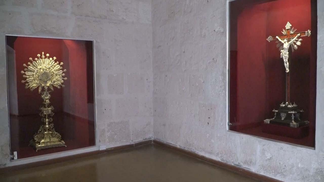 Custodia y Crucifijo en el Museo Santa Teresa