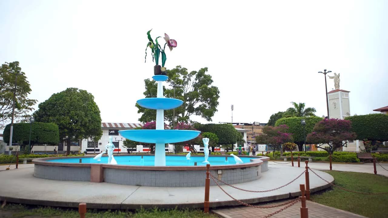 Pileta en la Plaza de Armas de Moyobamba