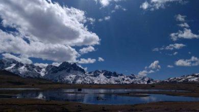 Laguna en el Nevado de Allincapac en la provincia de Carabaya de Puno