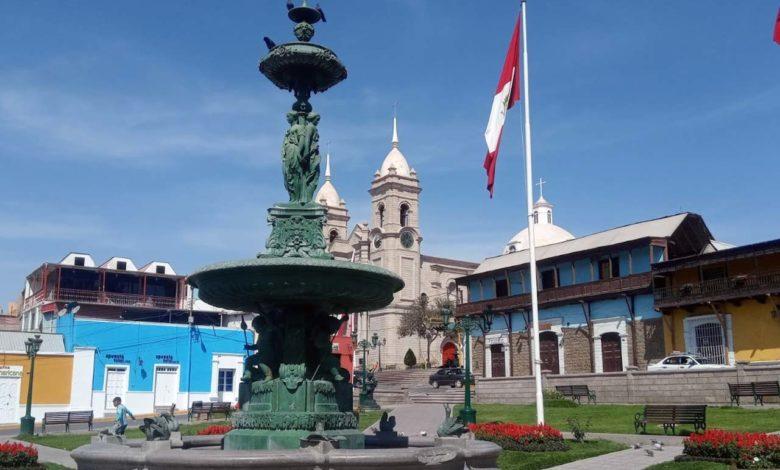 Pileta en la Plaza de armas de Moquegua