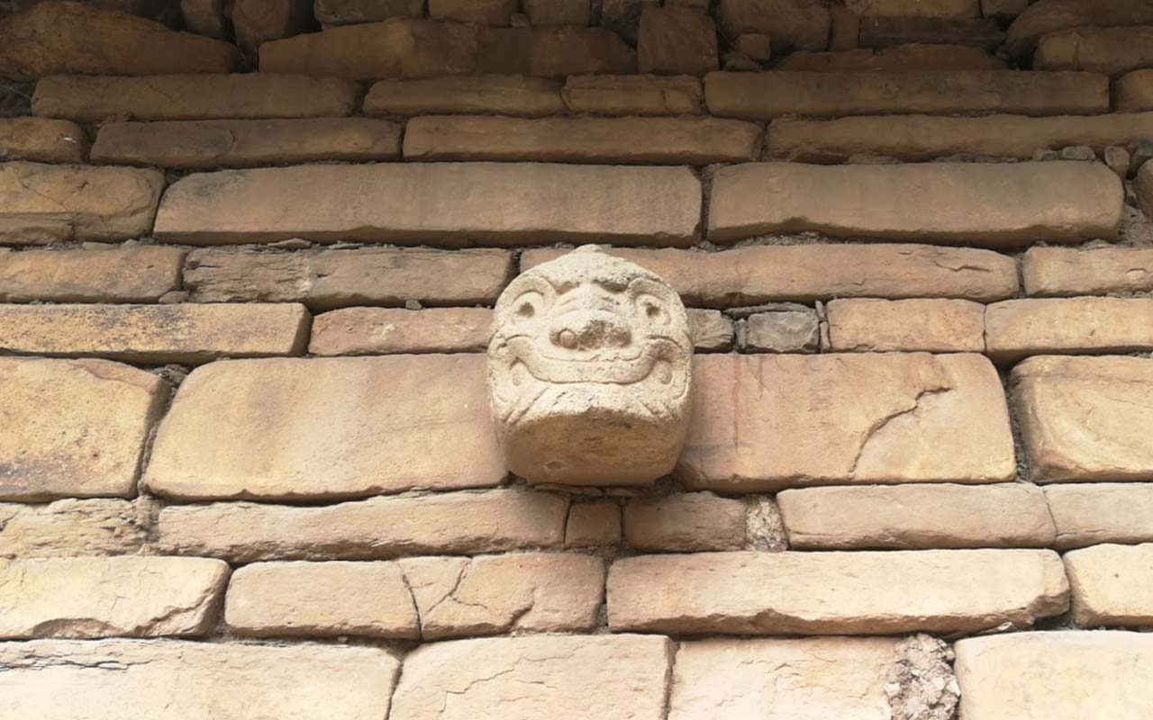 Cabeza clava en la ciudadela de Chavín De Huántar
