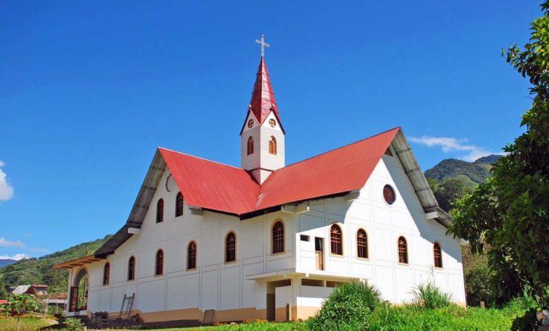 Iglesia en Pozuzo de Cerro de Pasco