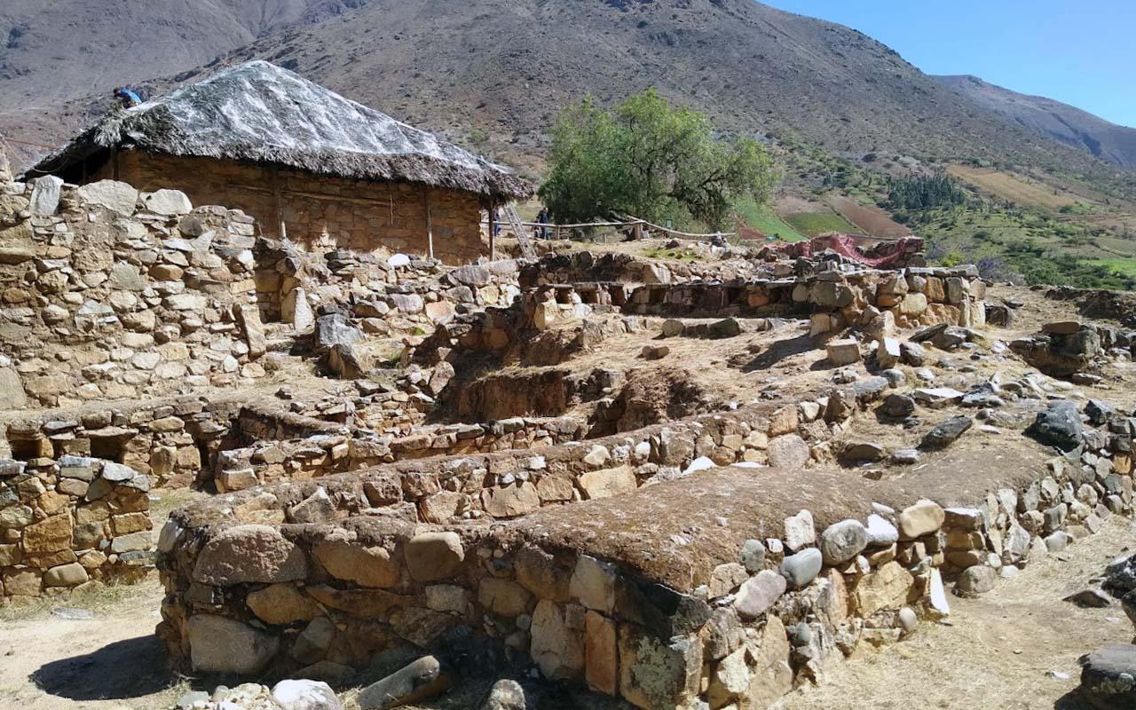 Templo de las Manos Cruzadas o Kotosh en Huánuco